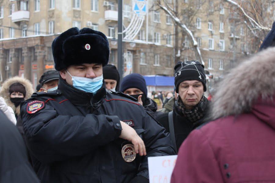 Сторонники Навального устроили несанкционированное шествие в Саратове - vbnbyuf