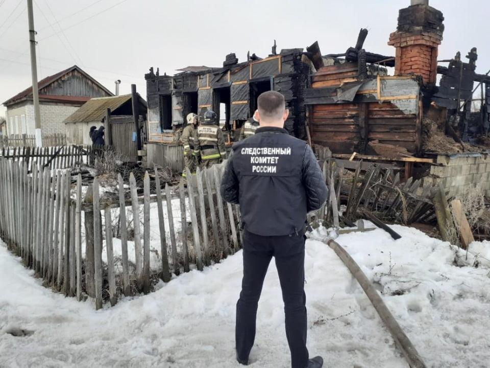 пожар в барановке - Сын не смог вынести из горящего дома свою мать. Она погибла